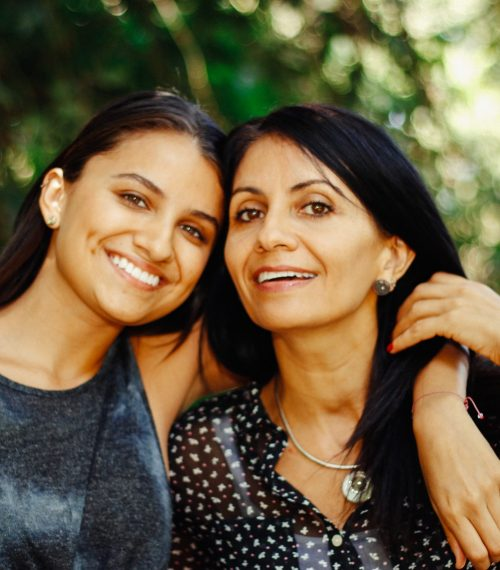 latino-mother-and-daughter-at-the-park_t20_loNZ3Q