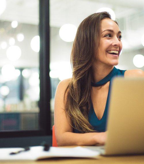 woman-at-laptop_t20_jo2zZk